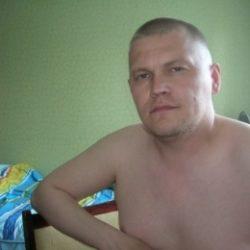 Парень из Москвы. Хочу найти девушку для оральных ласк. Люблю делать куни