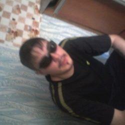 Парень ищет девушку в Иркутске